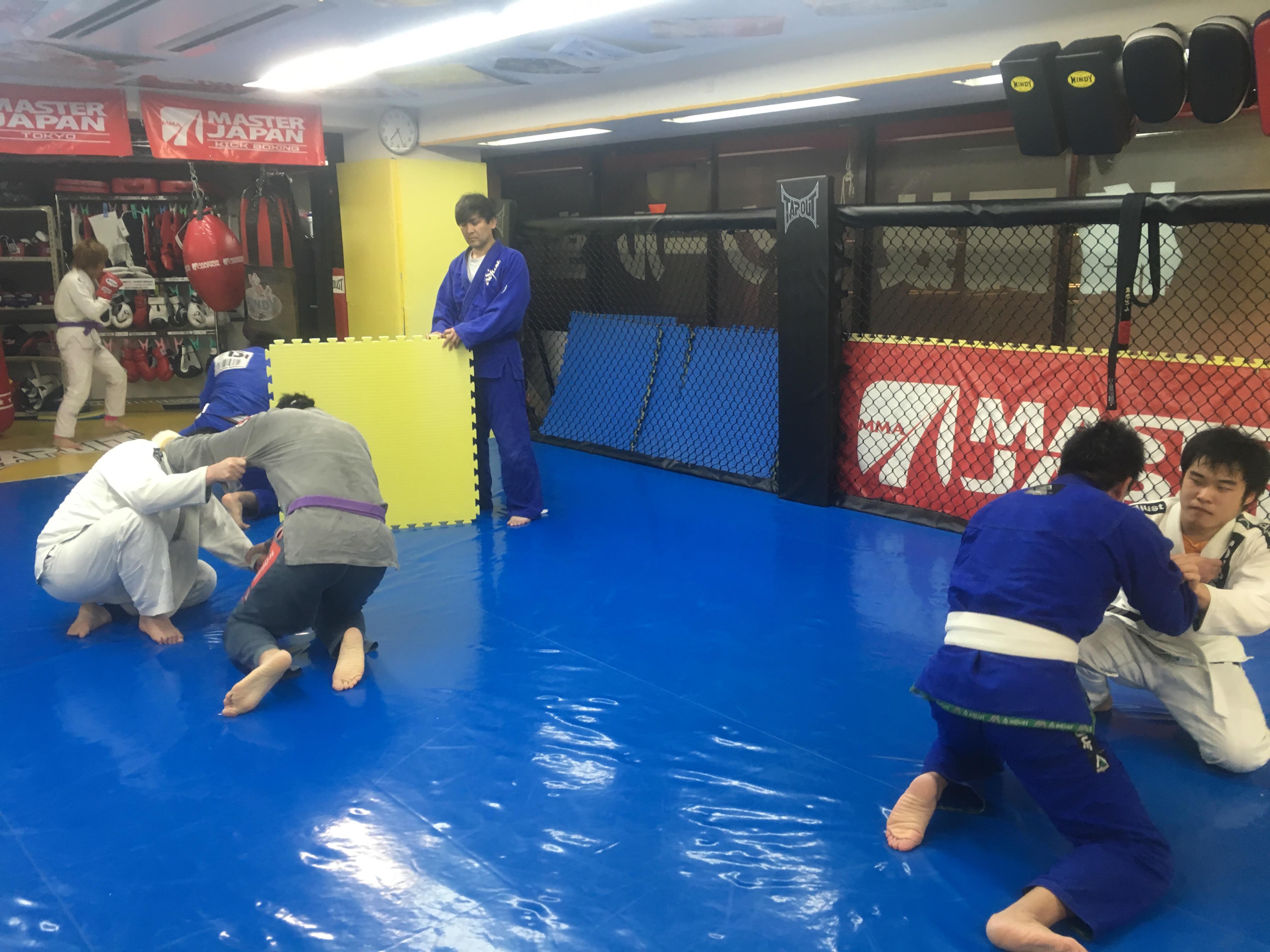 火曜日柔術ビギナークラス